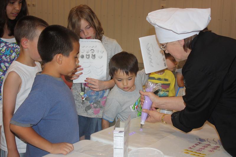 Mid-Week Adventures - Cake Decorating -  6-8-2011 092.JPG
