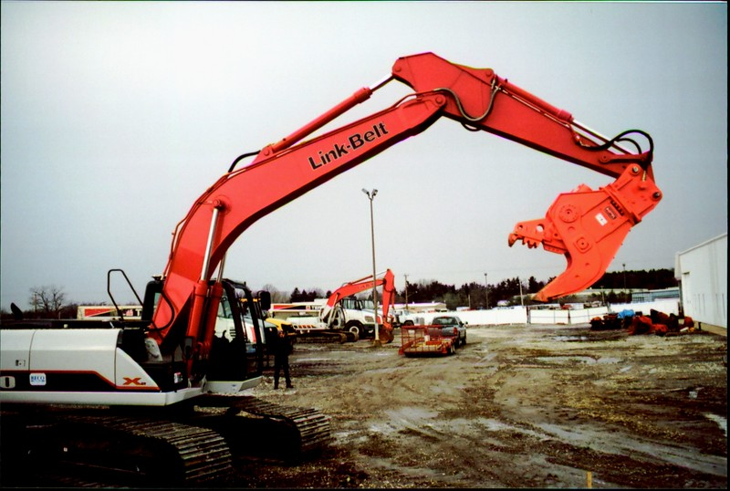NPK U21J concrete pulverizer on Link-Belt excavator (1).JPG
