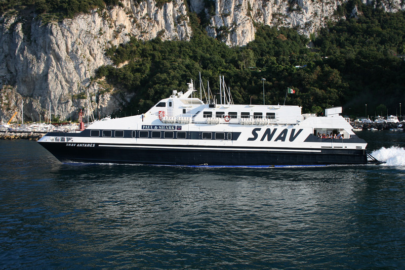 2008 - SNAV ANTARES departing from Capri.