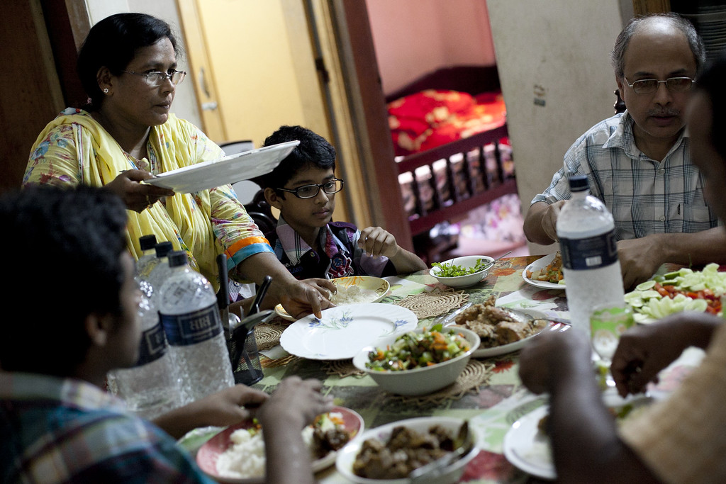 . Minara Begum Mini, (L) Taufique Alam (R) and their children enjoy their Eid dinner on October 16, 2013 in Dhaka, Bangladesh.  (Photo by Getty Images/Getty Images)