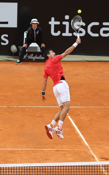 djokovic jumps for backhand overhead