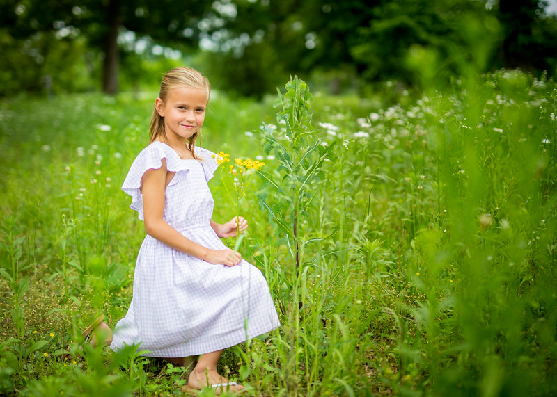 Kate and Tall Grasses (14 of 17).jpg