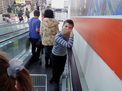 2011-03-23, Ilia in Auchan