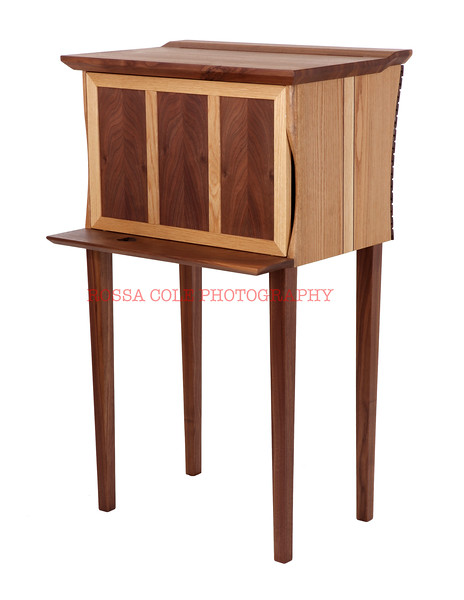 04-Wishbone Hutch front right closed.jpg
