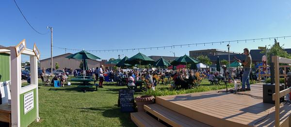 20210701 - South Milwaukee Farmers Market  - Crowd or Vendor