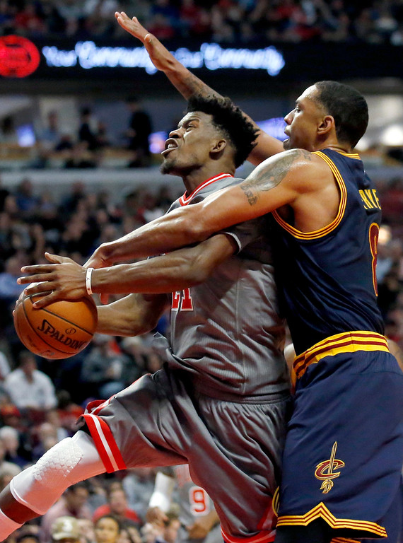 . Chicago Bulls guard Jimmy Butler, left, drives to the basket as Cleveland Cavaliers forward Channing Frye guards during the second half of an NBA basketball game Friday, Dec. 2, 2016, in Chicago. The Bulls won 111-105. (AP Photo/Nam Y. Huh)