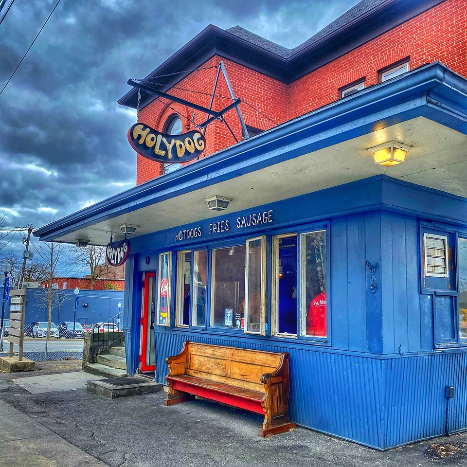 Holydog hot dogs in middletown new york - outside of building