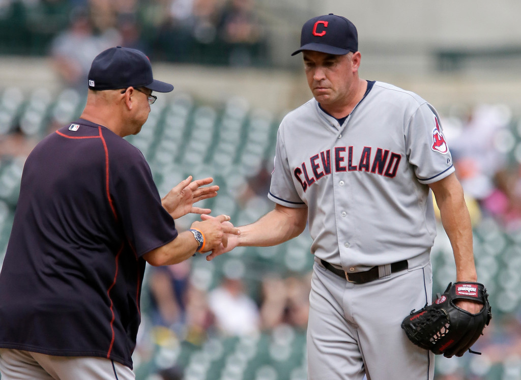 . Cleveland Indians\' Scott Atchison, right, is pulled by manager Terry Francona, left, after giving up a three-run home run to Detroit Tigers\' J.D. Martinez during the sixth inning of a baseball game Sunday, June 14, 2015, in Detroit. (AP Photo/Duane Burleson)