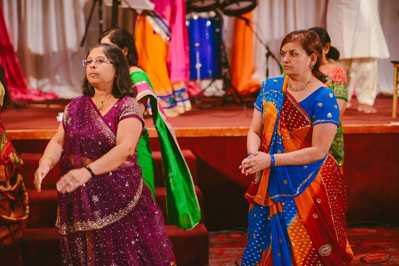 Charmi & Abhi Garba (203 of 578).jpg