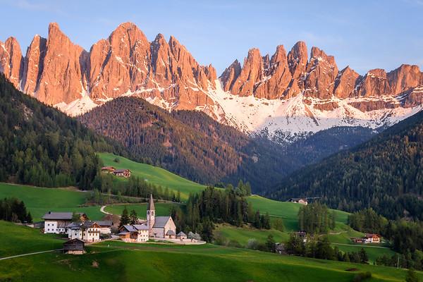 dolomites: peaks and valleys
