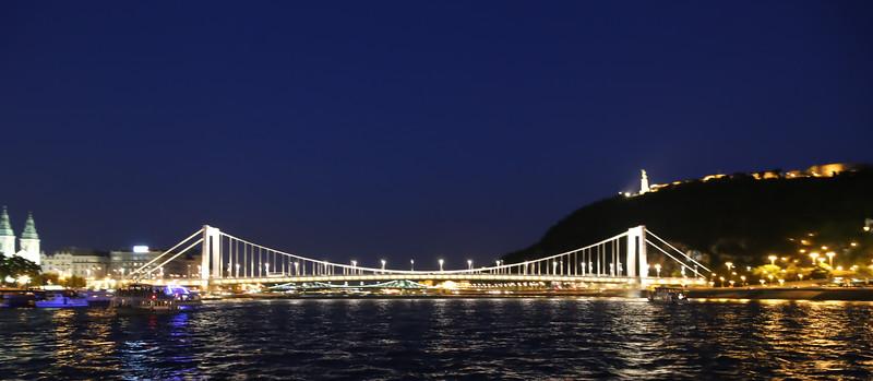 Night scenes in Budapest.