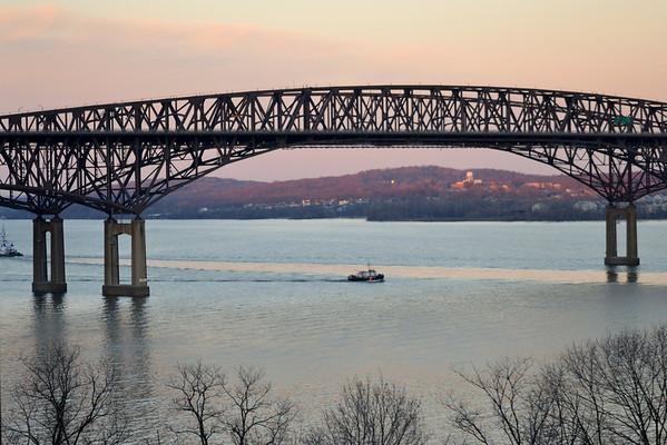 USCG Howser 65610 Newburgh - Beacon Bridge 16:49 1/19/13 A little prospective again no  pun intended