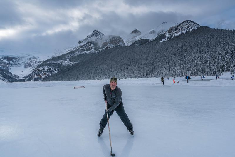 skating-on-lake-louise-7.jpg