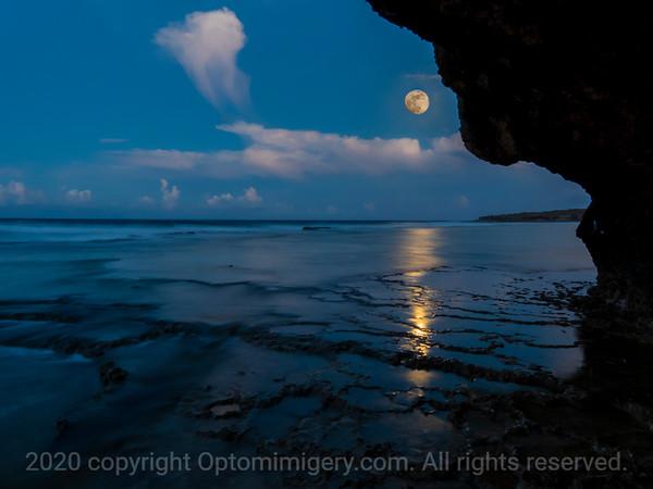 JULY 4, 2020: MARINE BEACH AT NEARLY FULL MOON