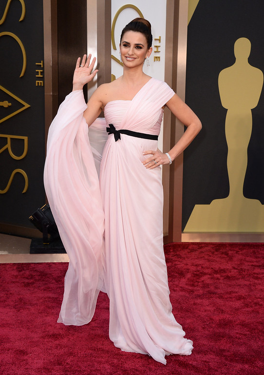 . Penelope Cruz arrives at the Oscars on Sunday, March 2, 2014, at the Dolby Theatre in Los Angeles.  (Photo by Jordan Strauss/Invision/AP)
