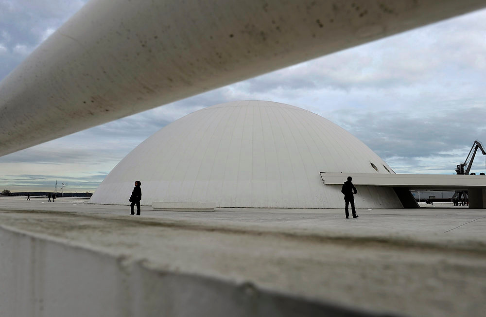 . Tourists visit the Niemeyer Center, designed by Brazilian architect Oscar Niemeyer, in Aviles December 6, 2012. REUTERS/Eloy Alonso