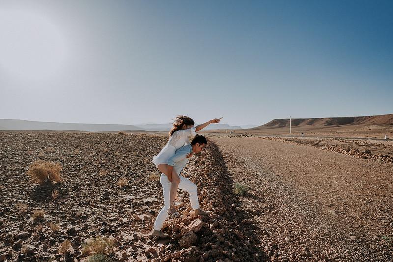 Tu-Nguyen-Destination-Wedding-Photographer-Morocco-Videographer-Sahara-Elopement-138-15.jpg