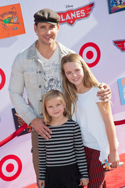 HOLLYWOOD, CA - AUGUST 05: Actor Peter Facinelli (L), daughters Lola Ray Facinelli (R), and Fiona Eve Facinelli arrive at the Los Angeles premiere of 'Planes' at the El Capitan Theatre on Monday August 5, 2013 in Hollywood, California. (Photo by Tom Sorensen/Moovieboy Pictures)