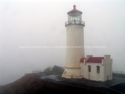 025-lighthouse_fog-yaquina_head_or-18oct06-0010
