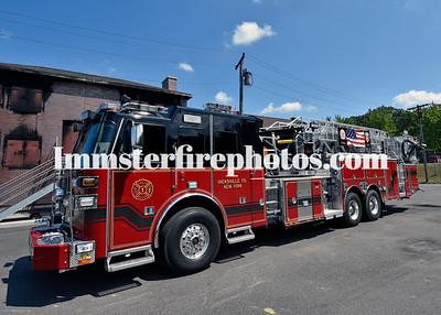 HICKSVILLE FD LADDER 931 TRUCK & COMPARTMENTS