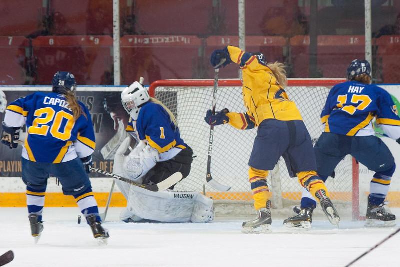 20130310 QWHockeyvsUBC 184.jpg