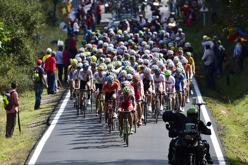 . The pack rides during the men\'s road race at the 2014 UCI Road World Championships in Ponferrada on September 28, 2014.  JAVIER SORIANO/AFP/Getty Images