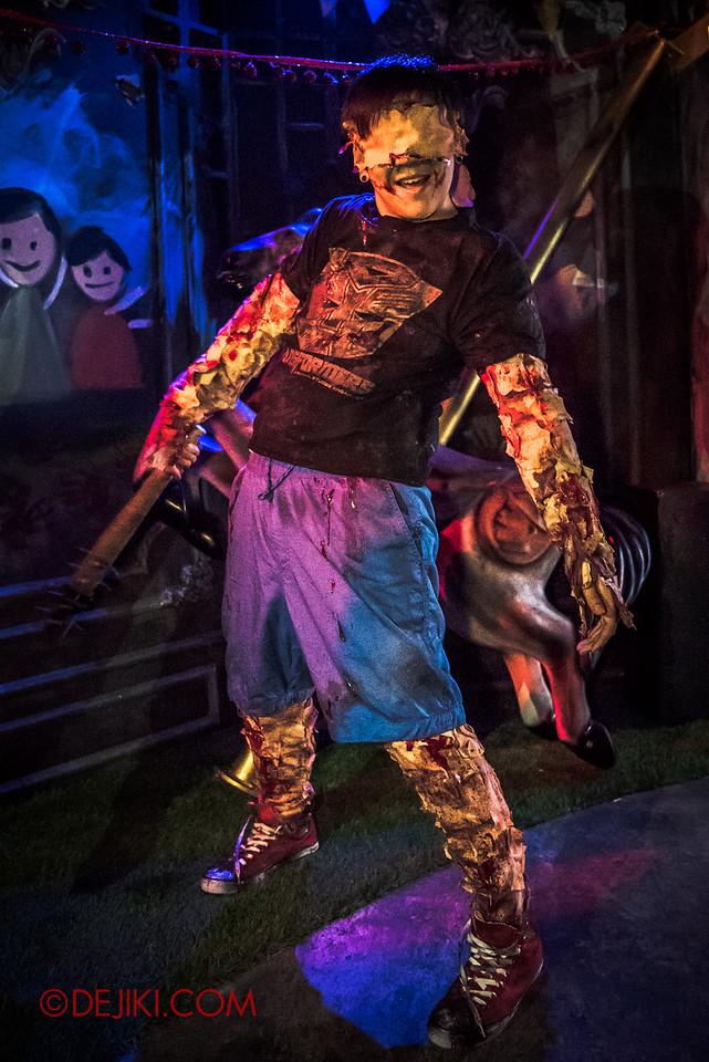 Halloween Horror Nights 6 - Bodies of Work / Boy pinata 1