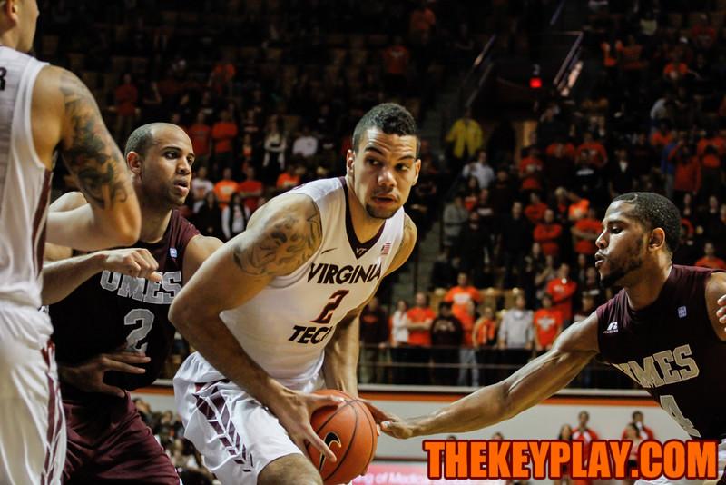 Joey van Zegeren moves close to the basket in the second half. (Mark Umansky/TheKeyPlay.com)
