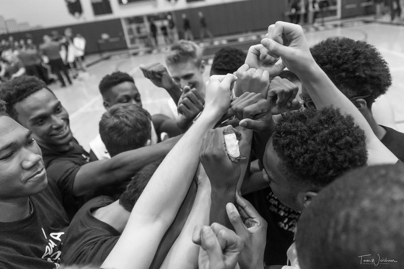 LMHS_boys_Basketball_vs_CBS-11.jpg