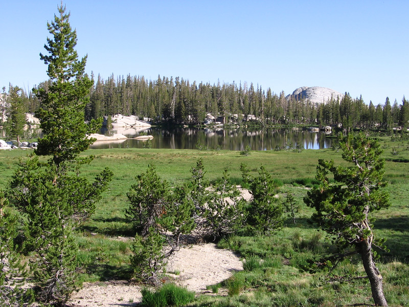 One of the Cathedral Lakes, Lake 9585, just west of JMT. My original trip-plan called for the first night's camp to be near here.