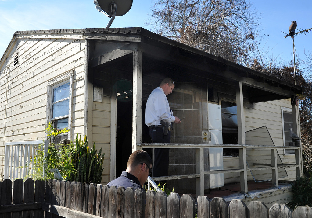 . Whittier Police lead Detective Chad Hoeppner, center, investigate a house fire on the 13500-block of Via Del Palma in Whittier Where two residents were found dead inside on Thursday January 2, 2014. (Staff Photo by Keith Durflinger/Whittier Daily News)