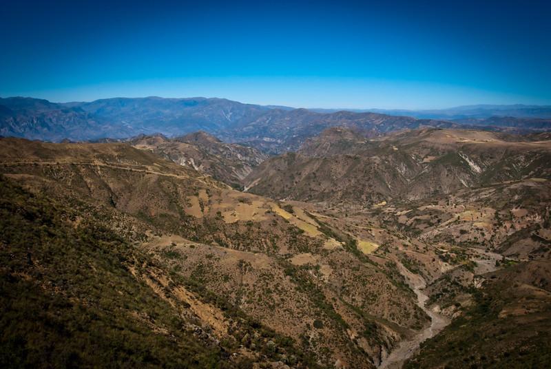 Sucre 201204 Mountains (5).jpg