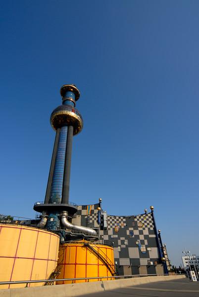 Spittelau Incinerator and Heating Plant (Fernwärme Wien) Designed by Friedensreich Hundertwasser, Vienna (Austria).