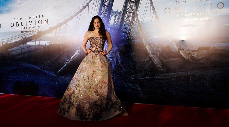". British actress Andrea Riseborough poses on the red carpet before the world premiere of the movie ""Oblivion\"" in Buenos Aires March 26, 2013. REUTERS/Marcos Brindicci"