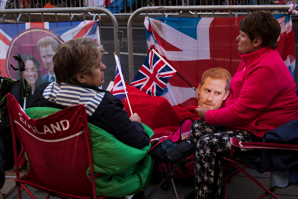 . Fans spend the night in front of Windsor castle, England, Friday, May 18, 2018. Preparations continue in Windsor ahead of the royal wedding of Britain\'s Prince Harry and Meghan Markle Saturday May 19. (AP Photo/Emilio Morenatti)