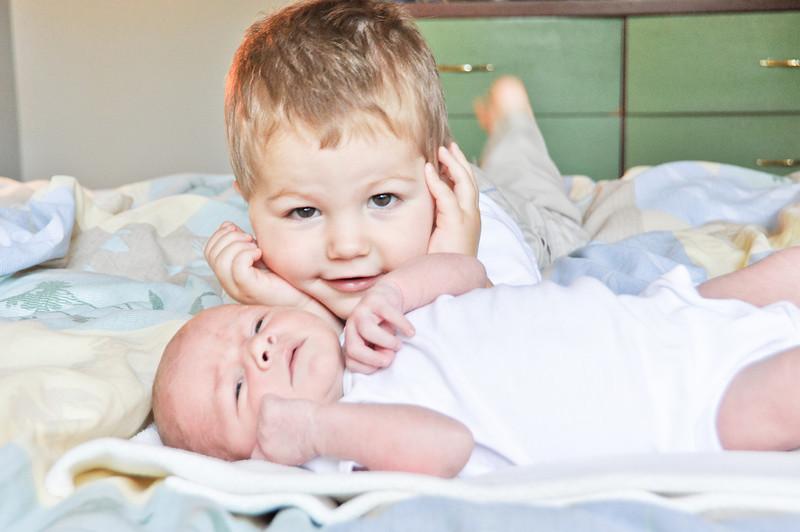 Henry newborn-39.jpg
