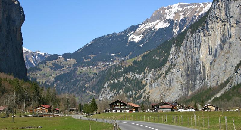 Lauterbrunnen valley scenery