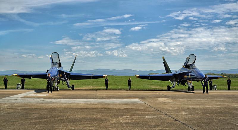 DSC06622-blue angels pre flight.jpg