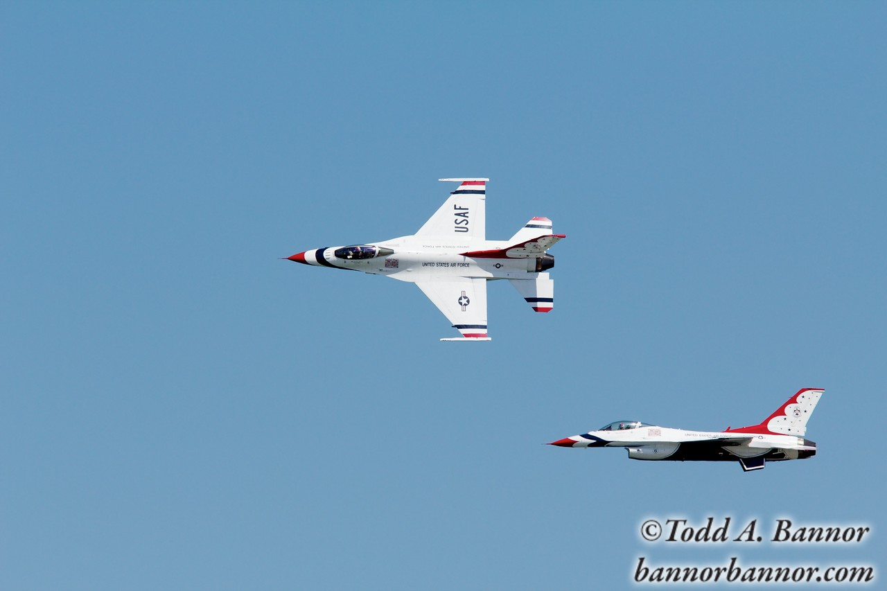 U.S. Air Force Thunderbirds F16 Fighting Falcon. Thunderbirds 5 and 6 about to perform mirror formation with 5 going inverted.