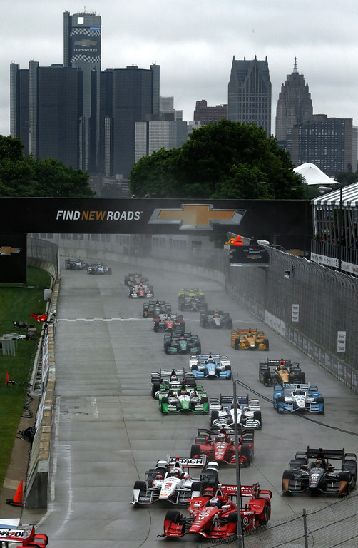 . The field heads into turn one during the second race of the IndyCar Detroit Grand Prix auto racing doubleheader Sunday, May 31, 2015, in Detroit. (Photo/Paul Sancya)