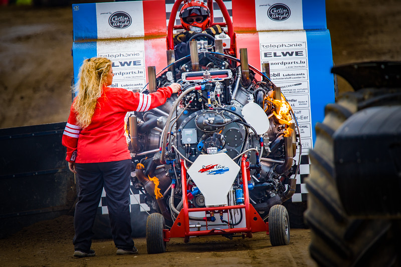 Tractor Pulling 2015-02381.jpg
