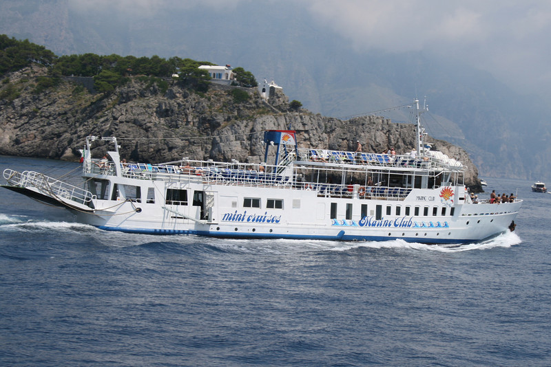 2009 - M/S MARINE CLUB coasting Li Galli islands on route to Positano.