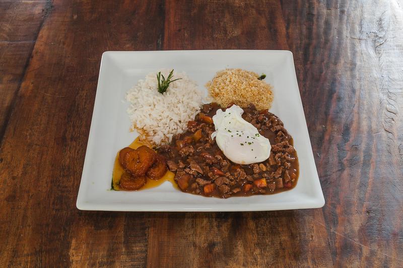 Picadinho de filé com ovo couche e farofa crocante_Foto_Felipe Menezes_02.jpg