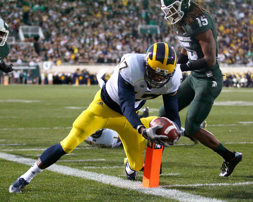 . Michigan\'s Freddy Canteen, left, gets to the 1-yard line before going out of bounds against Michigan State\'s Trae Waynes to set up a touchdown during the fourth quarter of an NCAA college football game, Saturday, Oct. 25, 2014, in East Lansing, Mich. Michigan State won 35-11. (AP Photo/Al Goldis)