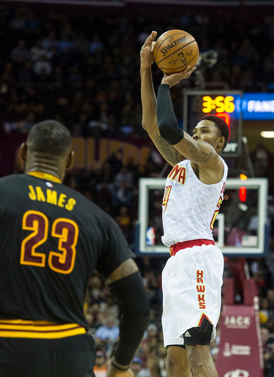 . Atlanta Hawks\' Kent Bazemore (24) shoots as Cleveland Cavaliers\' LeBron James (23) watches during the first half of a basketball game in Cleveland, Tuesday, Nov. 8, 2016. (AP Photo/Phil Long)