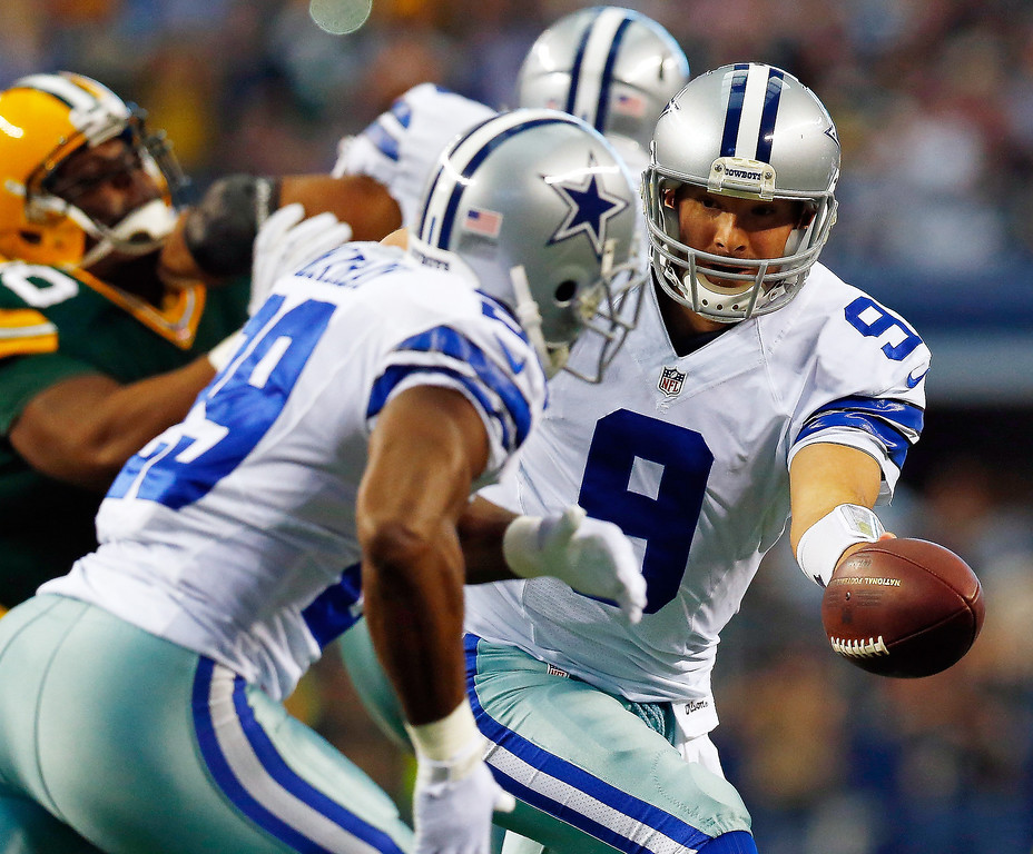 . Quarterback Tony Romo #9 hands the ball off to running back DeMarco Murray #29 of the Dallas Cowboys in the first quarter against the Green Bay Packers during a game at AT&T Stadium on December 15, 2013 in Arlington, Texas.  (Photo by Tom Pennington/Getty Images)