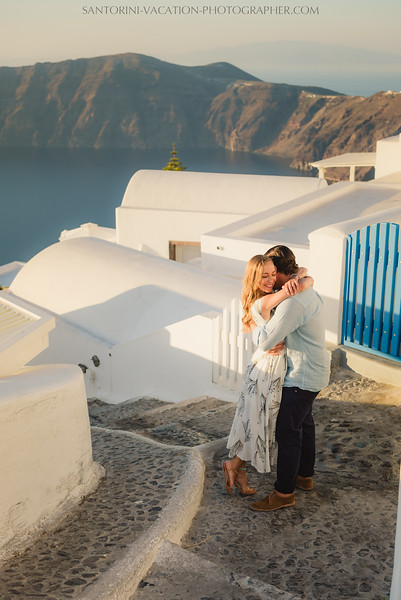 santorini-sunset-photo-session-couples-shoot--2.jpg