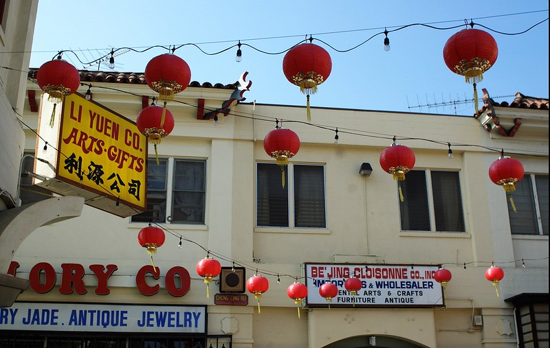 ChinatownWestPlaza013-SignsAndDecorations-2006-10-25.jpg