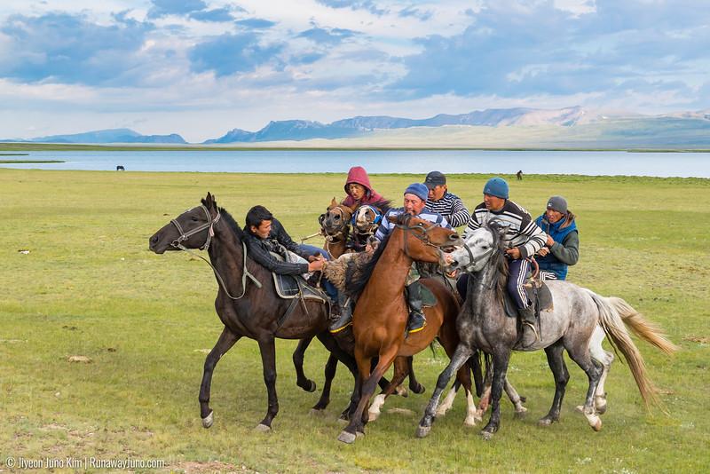 Song Kol Horse Trek-6106512.jpg