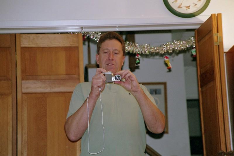 02-FH000025DougCamera.JPG